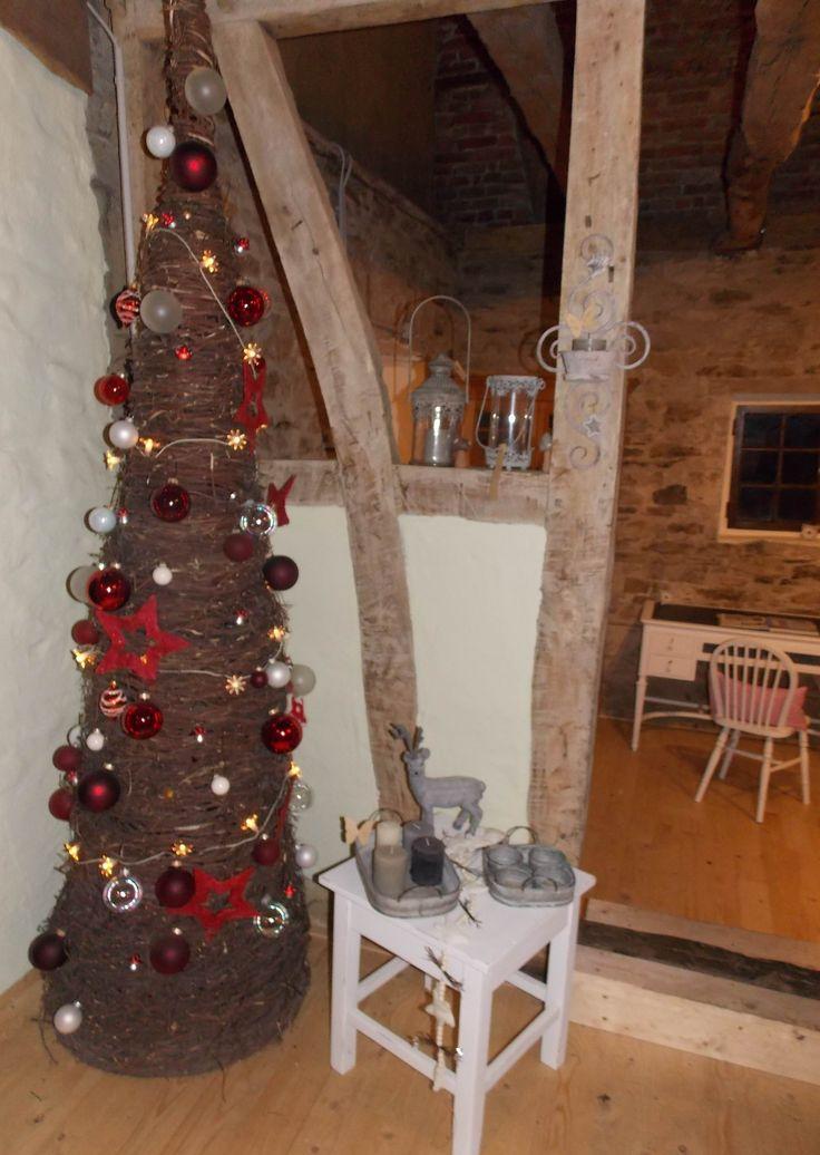 Weihnachtsbaum aus Ästen