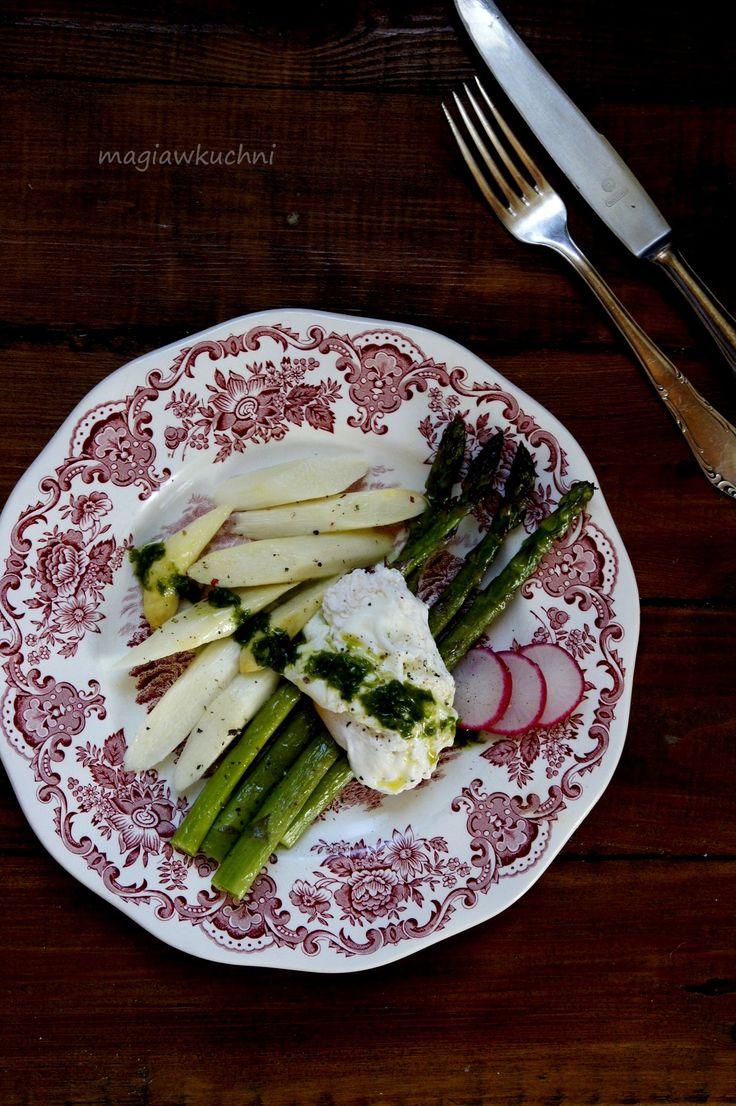 Szparagi z jajkiem i miętowym sosem