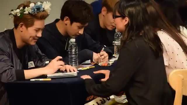 Jooheon dimples