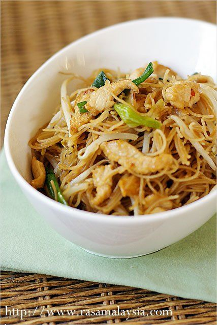 """Fried Rice Vermicelli/Rice Sticks/Rice Noodles Recipe - For this fried rice sticks with chicken recipe, I used the simplest of ingredients–chicken, rice sticks, and bean sprouts (which lend a """"crunchy"""" texture and a refreshing taste to this dish). Despite the uninteresting and very humble look, fried rice sticks always rank high in the taste department. 炒米粉 or fried rice sticks do make a good and satisfying meal. #rice #30-minutemeals #noodles"""