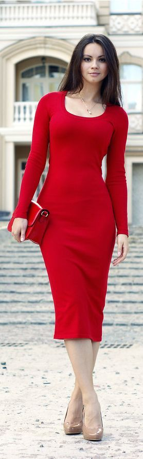 This winter red dress could work for such a variety of different occasions and still be the best dress in the room / @heatonminded