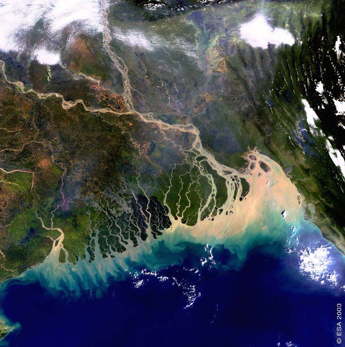 Space in Images - 2005 - 03 - The Bangladesh coastline seen by Envisat