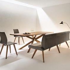 Tisch MIKADO & Eckbank und Stuehle METRO in Astnuss