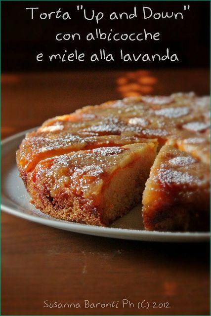 """Torta """"Up & Down"""" con albicocche e miele alla lavanda"""