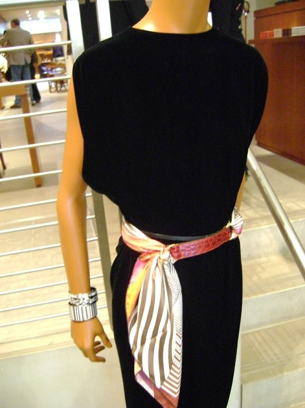 Hermes Romance belt in rouge croc, with Coupons Indiens scarf