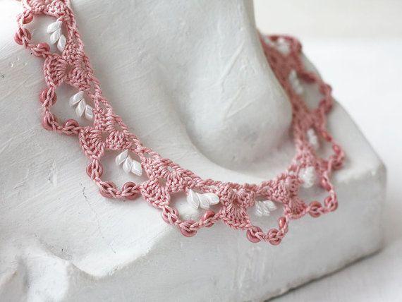 Rosa collare uncinetto con bordino in pizzo Girocollo Collana Boho chic polveroso rosa romantico regalo per lei per ragazza per collana corta fidanzata bohemien