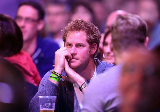 Prince Harry attended the Darts Champions tonight with his pals. Prince Harry enjoys the darts match between Stephen Bunting of England and James Wade of England with friends during the William Hill PDC World Darts Championships on Day Nine at Alexandra Palace on December 29, 2014 in London, England.