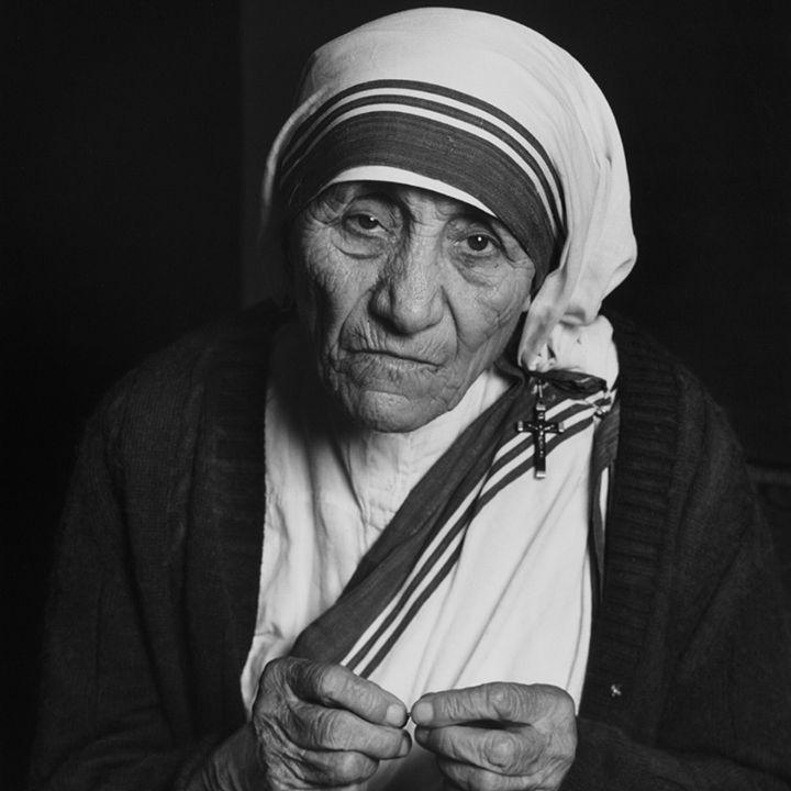 Mother Teresa: Peace begins with a smile. #MotherTeresa