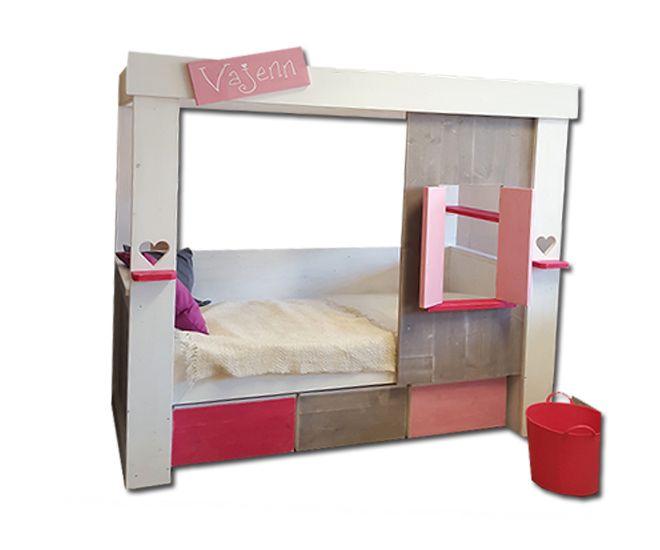 Wij maken een knus bedhuisje  dat later omgebouwd kan worden naar bedbank.