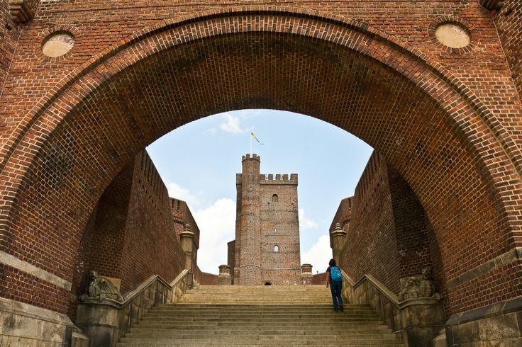 Besök Helsingborgs bästa utsiktspunkt-Kärnan! Kärnan är ett medeltida vakttorn som vakat över Helsingborg i 700 år, en symbol för staden och är en Helsingborgs mest besökta attraktioner.