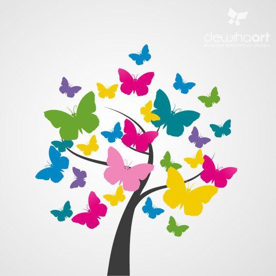 Leuke boom met kleurige vlinders op de muur