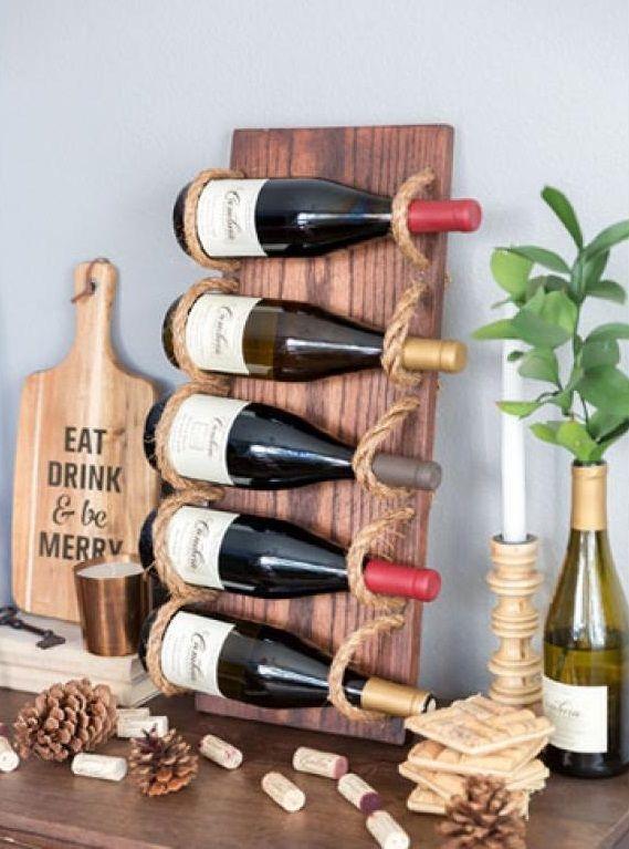 Tout le monde n'a pas la chance de posséder un cellier ou même un espace de rangement suffisant pour avoir une étagère à vin! Pour les petits appartements, le support à bouteilles est idéal. Vous pouvez le placer sur une table, l'accrocher au mur ou tout simplement le poser à même le sol. Découvrez 10...