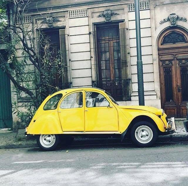 French 2CV exploring the world, today at Pompeya into Italy downtown streets   Thanks @santiago.p