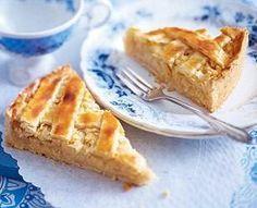 Das Rezept für Apfelkuchen mit Marzipan und weitere kostenlose Rezepte auf LECKER.de