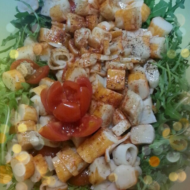 Lunch : salad with arugula, cherry tomatoes and fish..