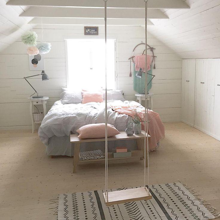 """Kidsroom Interior su Instagram: """"Good morning. I did a small makeover of the bedroom. New bedding, pillows and wooden bench from @ellosofficial. Wooden swing from @peachybaby_ Så härligt att bädda med rena nya sängkläder, i natt sov vi gott Jag gillar att matcha ljusgrått med det dova rosa tillsammans med detaljerna i trä och marmor. Den nya bänken från @ellosofficial är underbar och passar perfekt framför sängen, hade först tänkt ha den i hallen men den fick vara här i stället."""""""