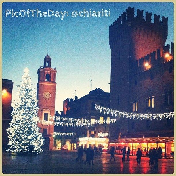 La #PicOfTheDay di #turismoER di oggi viene da #Ferrara vestita per #Natale!!  Complimenti e grazie @chariti