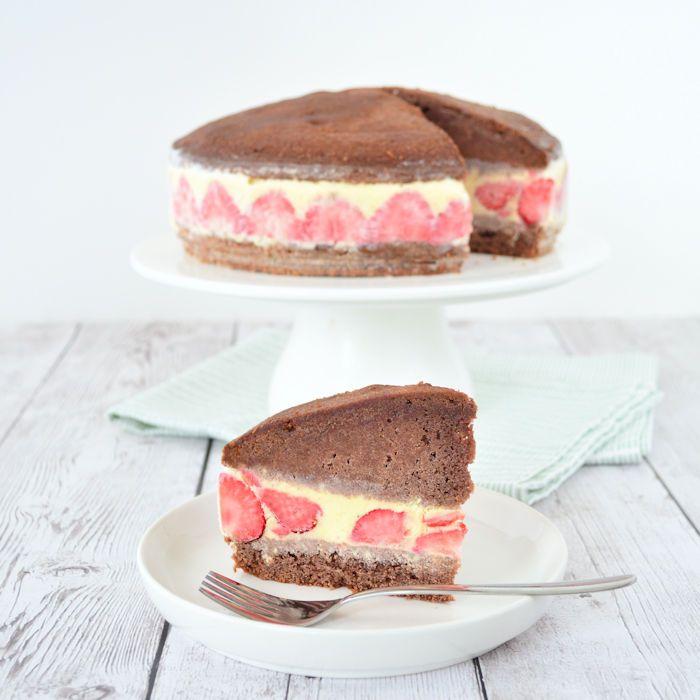 dit is pas een leuke ijstaart: de chocolade ijscake met aardbeien. Helemaal niet moeilijk om te maken, ik geef je het recept en een duidelijke uitleg.
