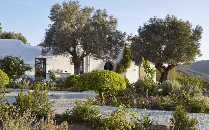 On the party island of Ibiza, Jade Jagger and her family have made a peaceful haven for themselves in their newly revamped 400-year-old finca.