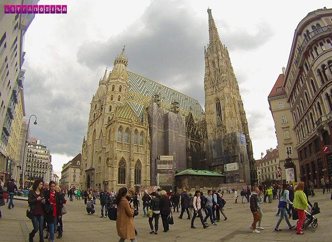 Catedral de St Stephen - Viena. Fizemos um post contando nossa experiência de 2 dias em Viena, na Áustria. Roteiro com dica de atrações, passeios e preços!