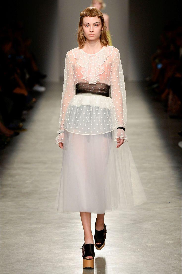 Sfilata Rochas Parigi - Collezioni Primavera Estate 2017 - Vogue