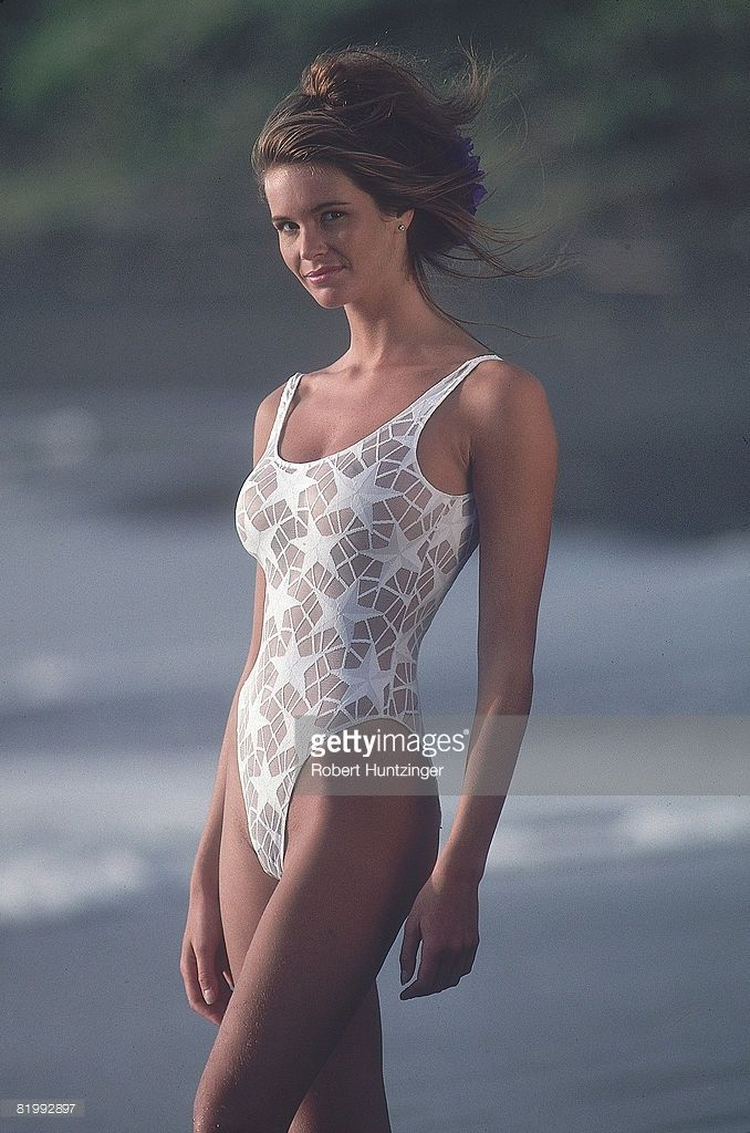 News Photo : Model Elle Macpherson poses for the 1990 Sports...