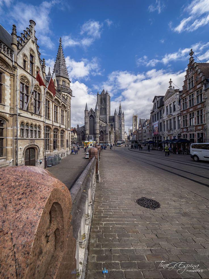 https://flic.kr/p/HRuZLG   Gante desde Sint-Michielsbrug   ¡Bélgica! Nombre carente de romanticismo y de poesía que, sin embargo, siempre que se pronuncia, tiene un sonido en mis oídos y halla un eco en mi corazón Charlotte Brontë