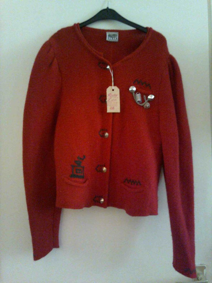 Red knitted cardigan with small charms, puffed sleeve, Bavarian style