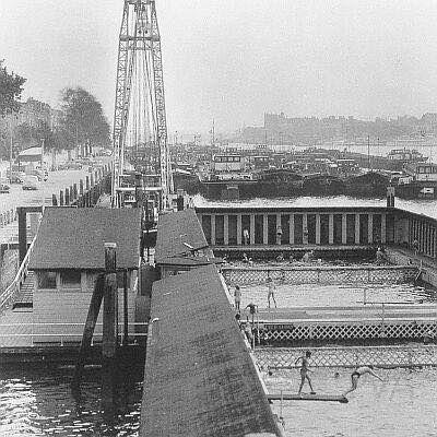 Rotterdam - Maaskade. Zwembad, entree 5 cent.