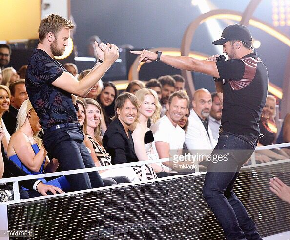 OMG I loved that performance!!! it always makes me smile when i watch it on my DVR ❤️ Luke Bryan ❤️