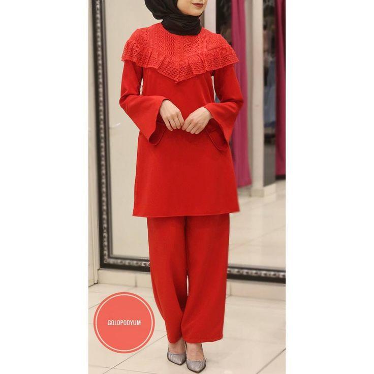 Fiyat bilgisi için DM'den ulaşabilirsiniz. #goldpodyum #podyum #esenler #fashion #dress #weddingdress #weddingday #özelgün #hijab #hijabfashion #kına #söz #nişan #düğün #weddigphotography #instaphoto #abiye #yenisezon #elbise #etek #bluz #plise #pardesü #hijab #hijabfashion #newseason #moda #instamoda http://turkrazzi.com/ipost/1523255225866374540/?code=BUjsI6wBc2M