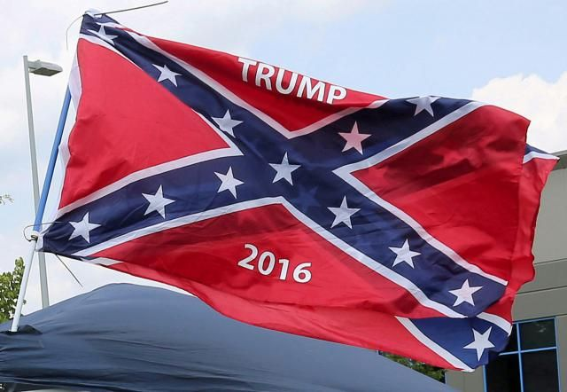 FILE PHOTO: A vendor flies the confederate flag prior to a Republican U.S. presidential candidate Donald Trump rally in Pittsburgh, June 11, 2016.   REUTERS/Aaron Josefczyk/File Photo