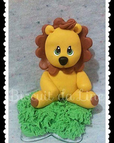 Topo de bolo do leãozinho tema Safári Faça ja a sua encomenda #safari  #leaozinho  #coldporcelain  #massadebiscuit  #polycol