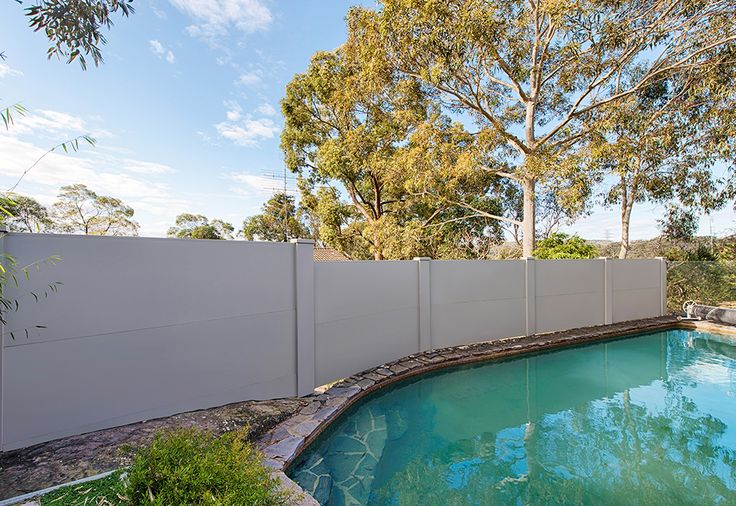 When we say pool oasis, this is what we mean! This gorgeous VogueWall is being used as a privacy pool wall for this classic Australian back yard.