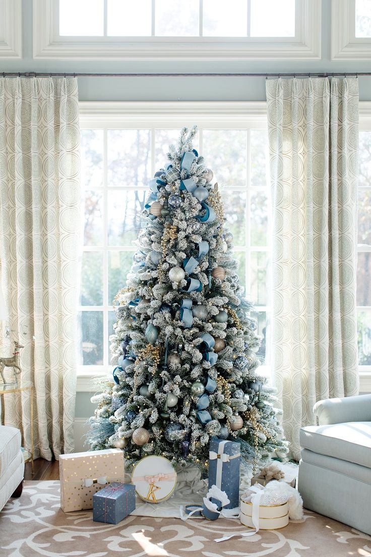 Brilliant Blue Christmas Tree - ELLEDecor.com