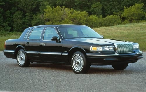 1995 Lincoln Town Car 4 Dr Executive Sedan