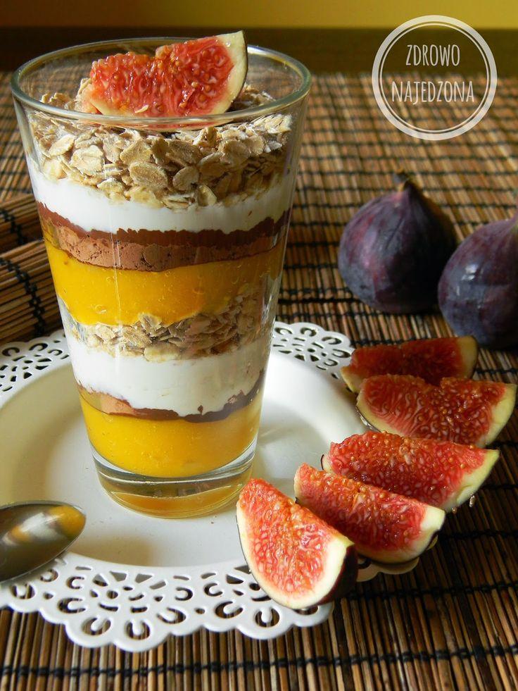 czyli o tym, że zdrowe jedzenie nie musi być nudne :): Owsiany warstwowiec z mango, kakao i jogurtem