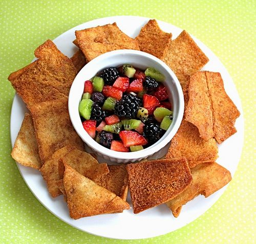 Fruit salsa and cinnamon-sugar chips: Cinnamonsugar, Healthy Snacks, Sugar Pita, Cinnamon Sugar Chips, Fruit Recipes, Healthy Recipes, Pita Chips Recipe, Cinnamon Tortillas Chips, Fruit Salsa