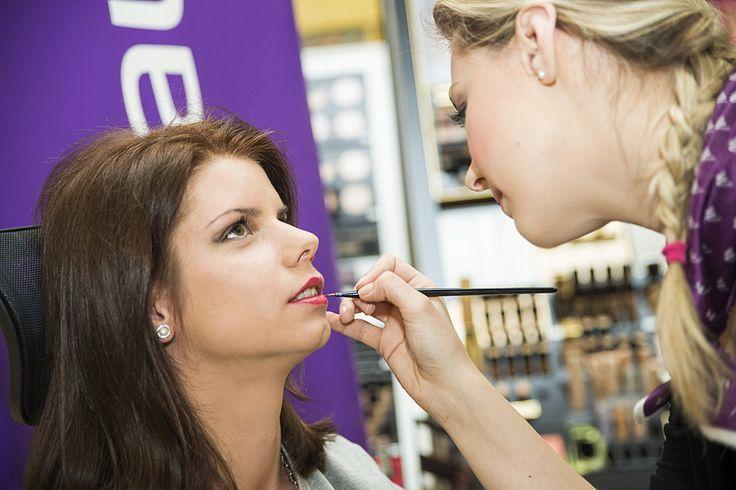 Baška sa sama takmer nikdy nelíči, takže kvalitný  make-up od  Klaudie Kolenčíkovej z parfumérií Marionnaud  bol poriadnou zmenou. Jemné dymové líčenie Yves Saint Laurent jej zvýraznilo črty tváre, oči i pekne krojené pery.
