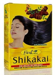 Lo shikakai è un astringente naturale che promuove la salute del cuoio e aiuta a contrastare la desquamazione e a stimolare la crescita dei capelli.