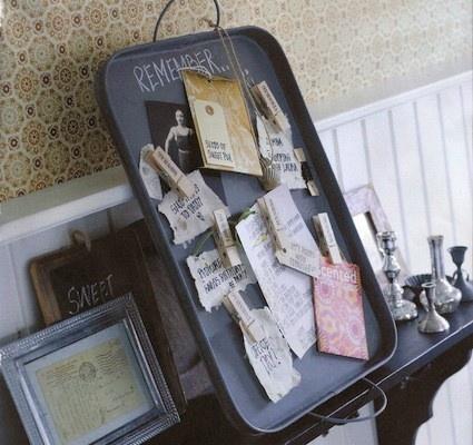Magnetic tray as a memorybord