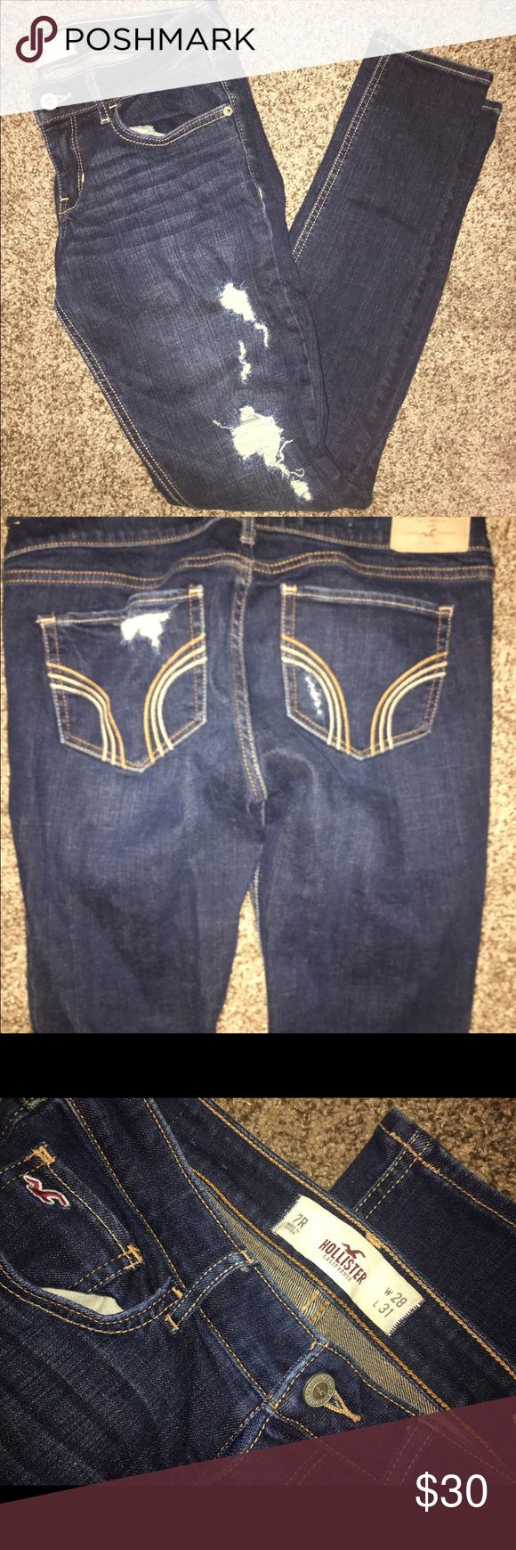 🌟Hollister Distressed Jeans SZ 7 Dark wash, stretchy jeans, SZ 7/28. Pairs perfectly with heels or winter boots! Look Brand New! Hollister Jeans Skinny