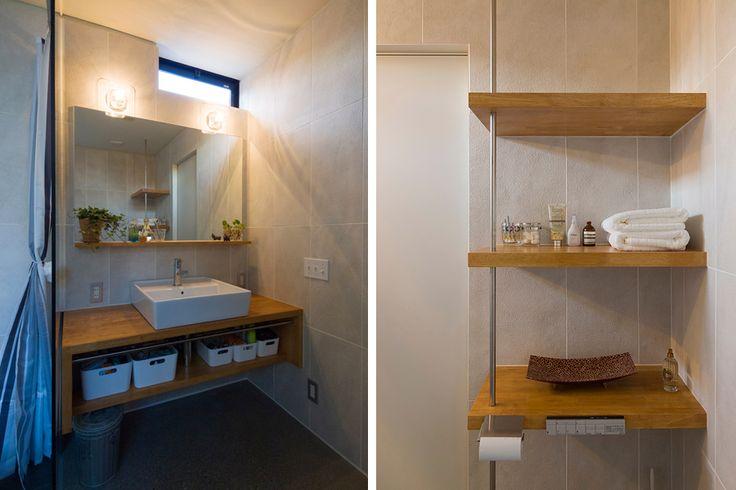 飾りながら収納する洗面と棚のしつらえ