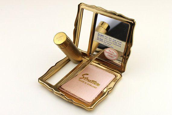 Vintage Makeup Compact 108