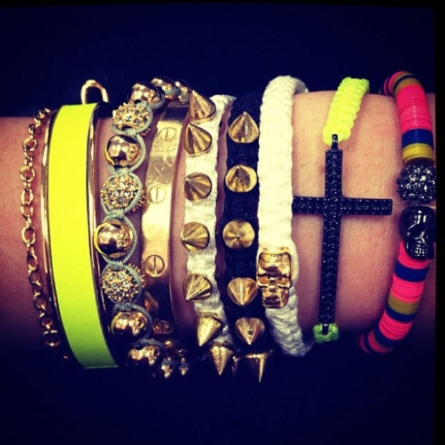 BracletsFashion, Style, Bracelets, Kendall Jenner, Jewelry, Accessories, Arm Candies, Arm Parties, Kylie Jenner