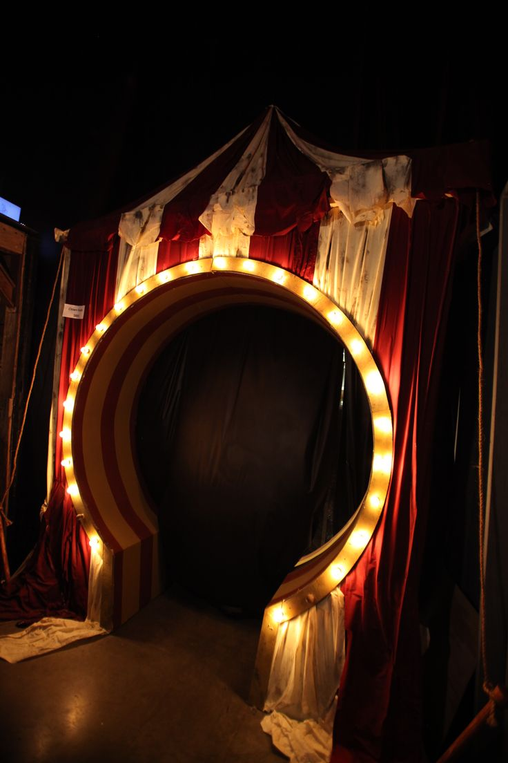 Stunning Circus Halloween Decorations Ideas For Fun Halloween Party 410