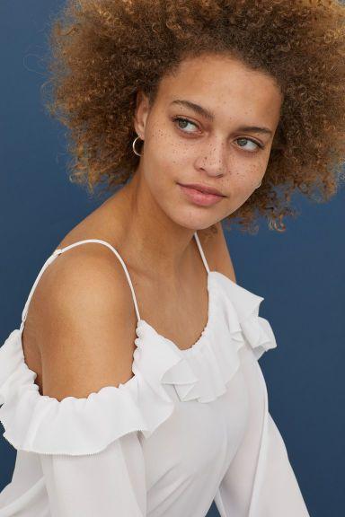 Cold shoulder blouse Model