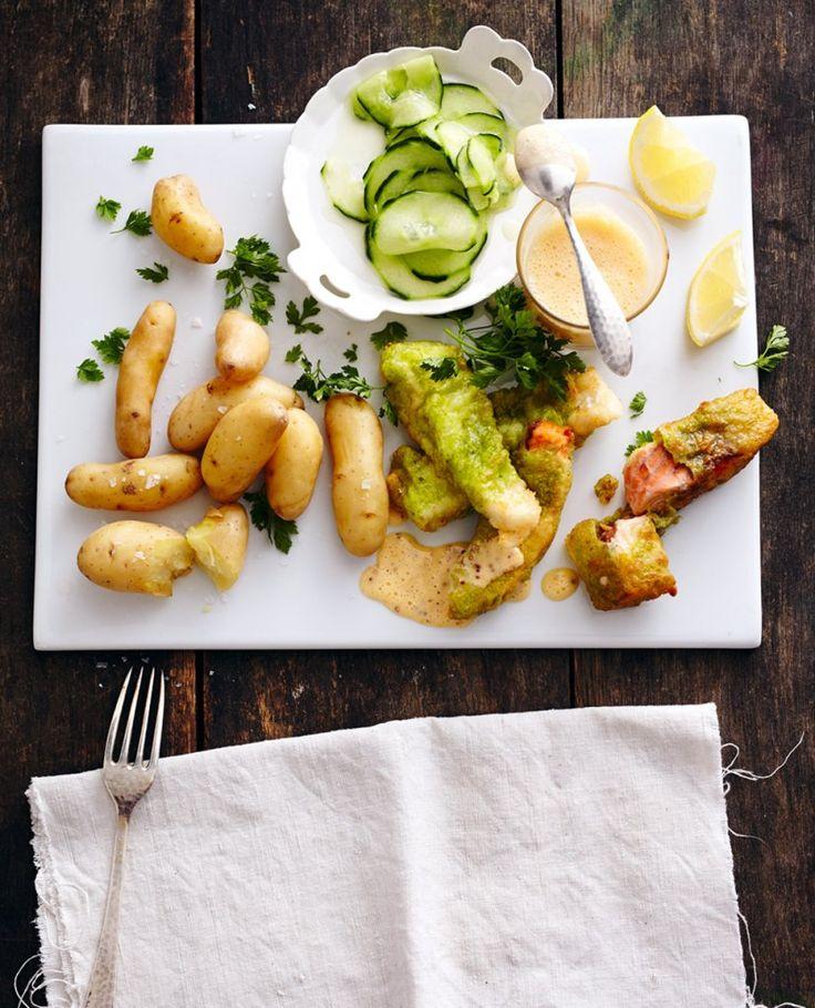 Knusprig gebackener Pannfisch, Gurkensalat, Senf-Hollandaise und Kartoffeln - mehr braucht ein Hanseat nicht, um glücklich zu sein.