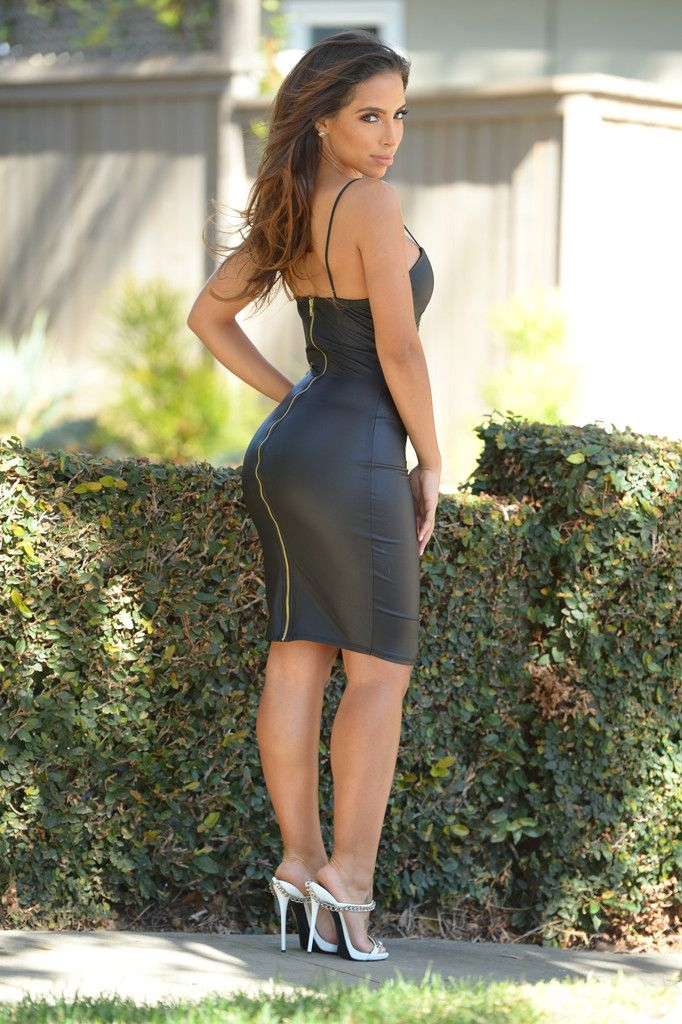 Great ass in tight skirt