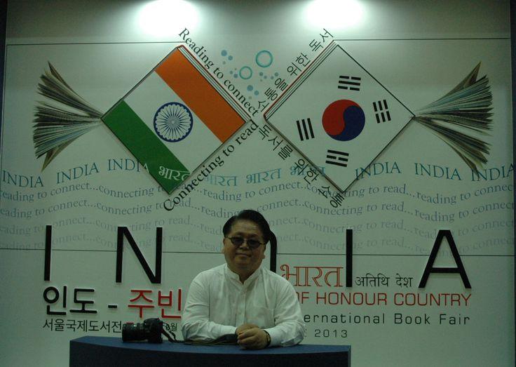 서울국제도서전 - 주빈국 인도관 앞에서 KSS 김세우 대표님 2013.6.22 #SIBF